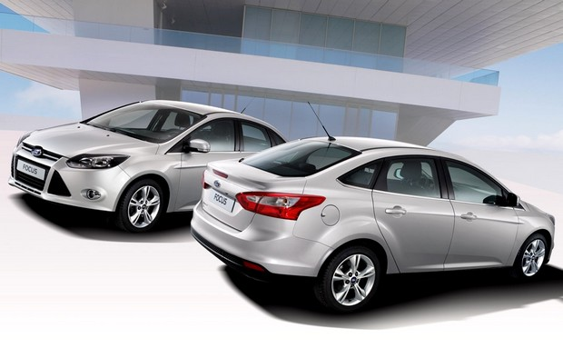 Novo-Ford-Focus-2014-sedan-prata-frente e verso