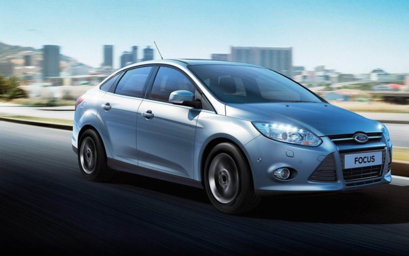 Novo-Ford-Focus-2014-sedan_lateral-prata