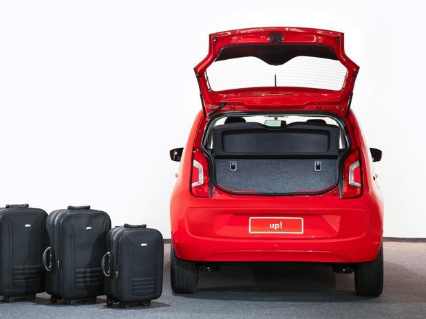VW-up-porta-malas-vermelho
