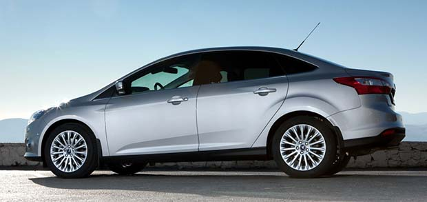 Novo-Ford-Focus-2014-sedan-lateral-prata